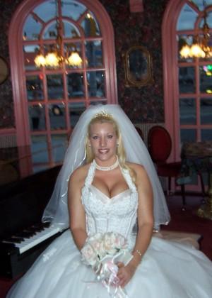 Медовый месяц грудастой блондинки