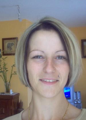 Француженка приспустила трусики, пососала и встала раком