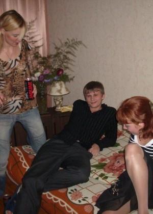 sovremenniy-molodezhniy-video-gruppovoy-seks-s-molodimi-porno