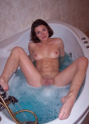 Голые телки в ванной - компиляция 15