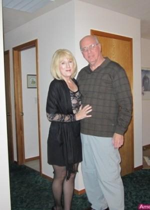 Зрелая Мари ебется с мужем в жопу