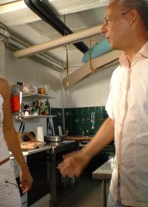 Девушка из Северной Африки ебется с немецким работодателем