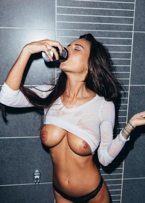 Красивая грудь Алисы Сей