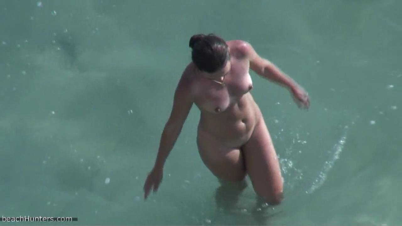 Незнакомец беспардонно дал в рот и выебал жену мужчины на пляже