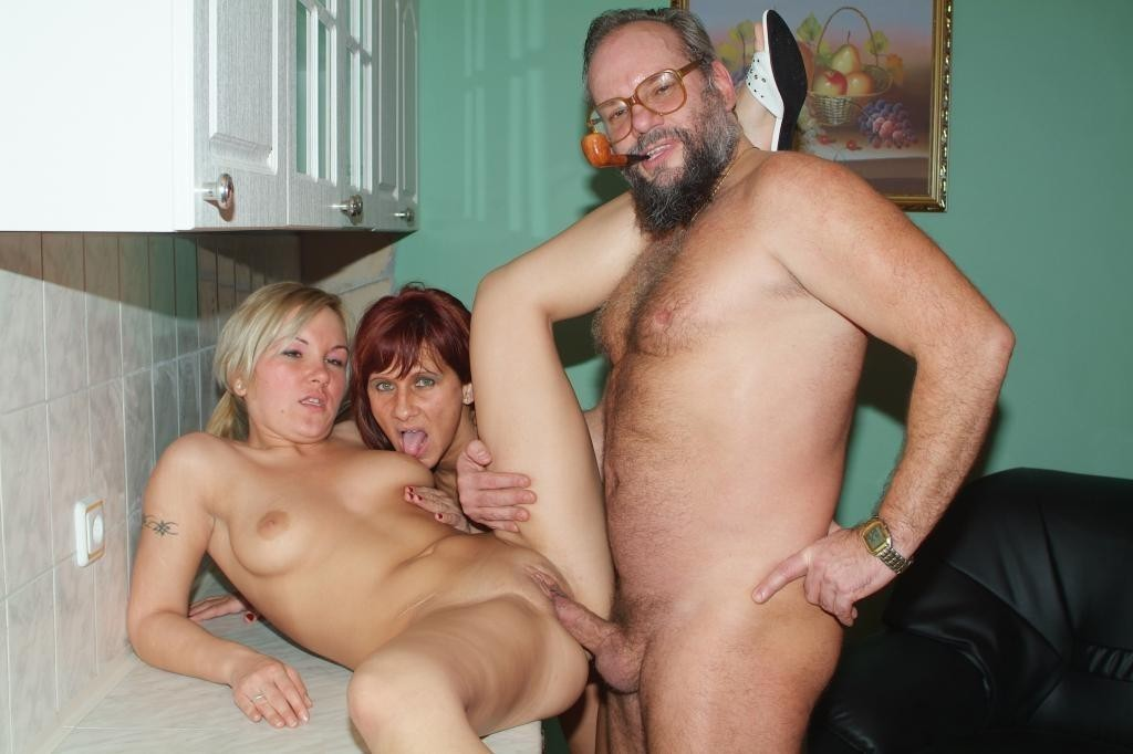 nudist-anal-daughter