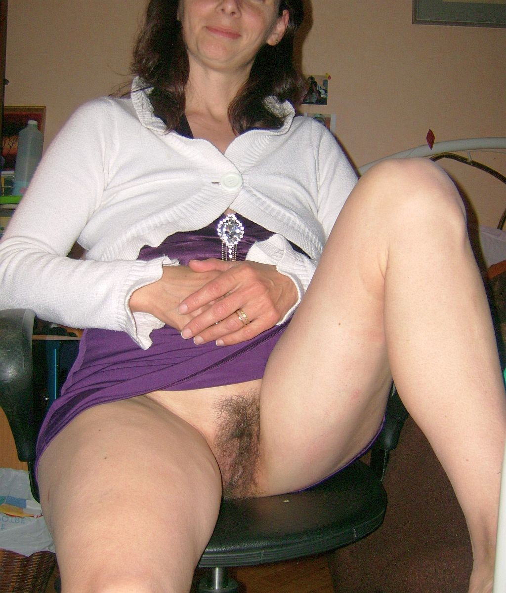 hairy-mom-upskirt-pussy-milf-black-women-with-glasses