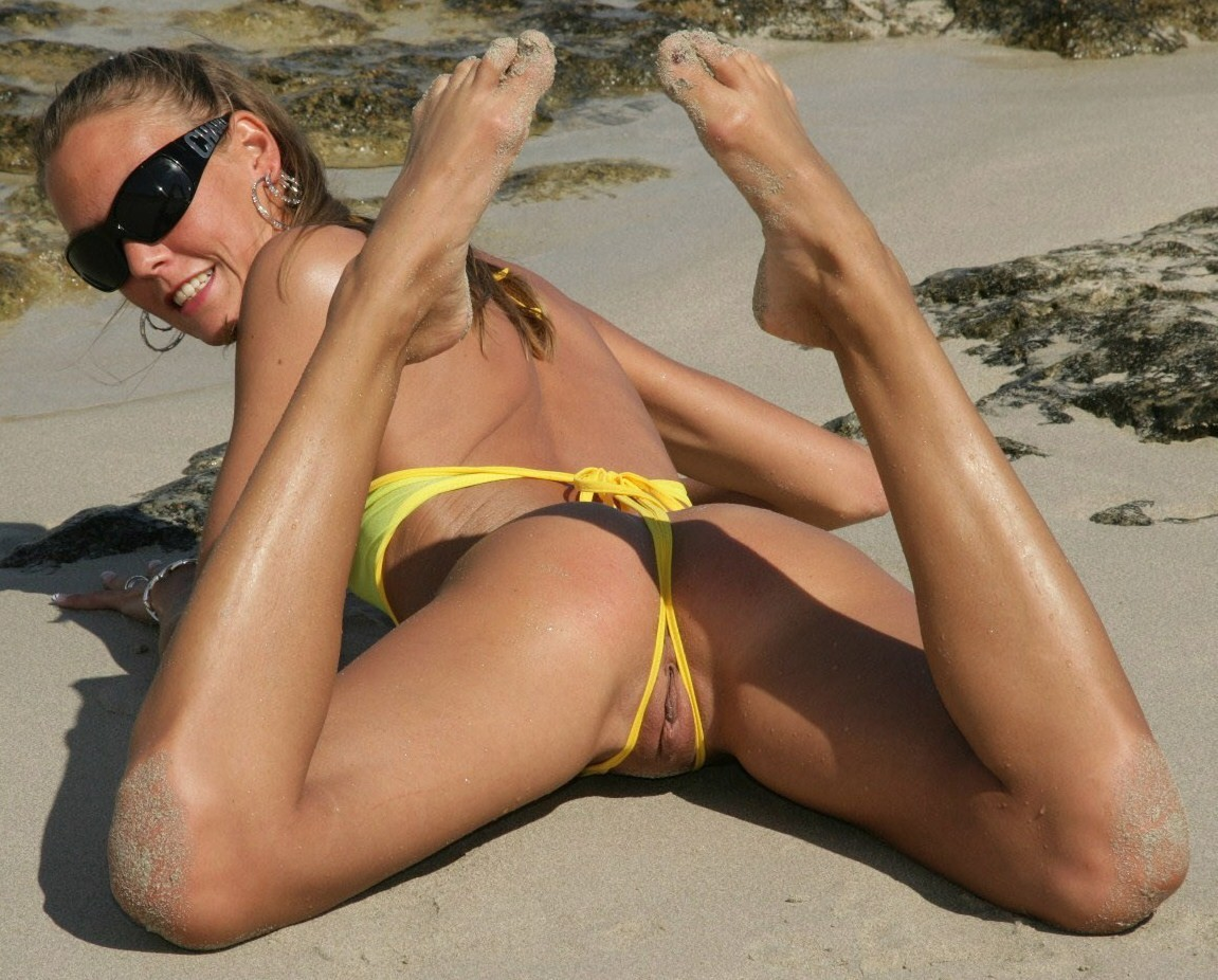 Hardcore bikini babe