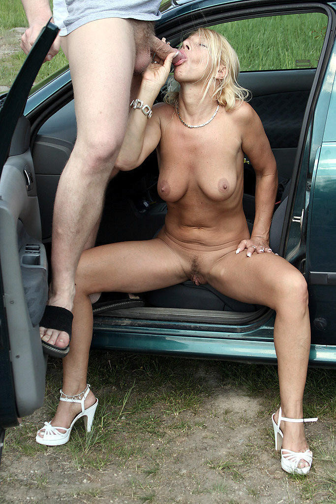 fingers-mature-fuck-in-public-naked-girls
