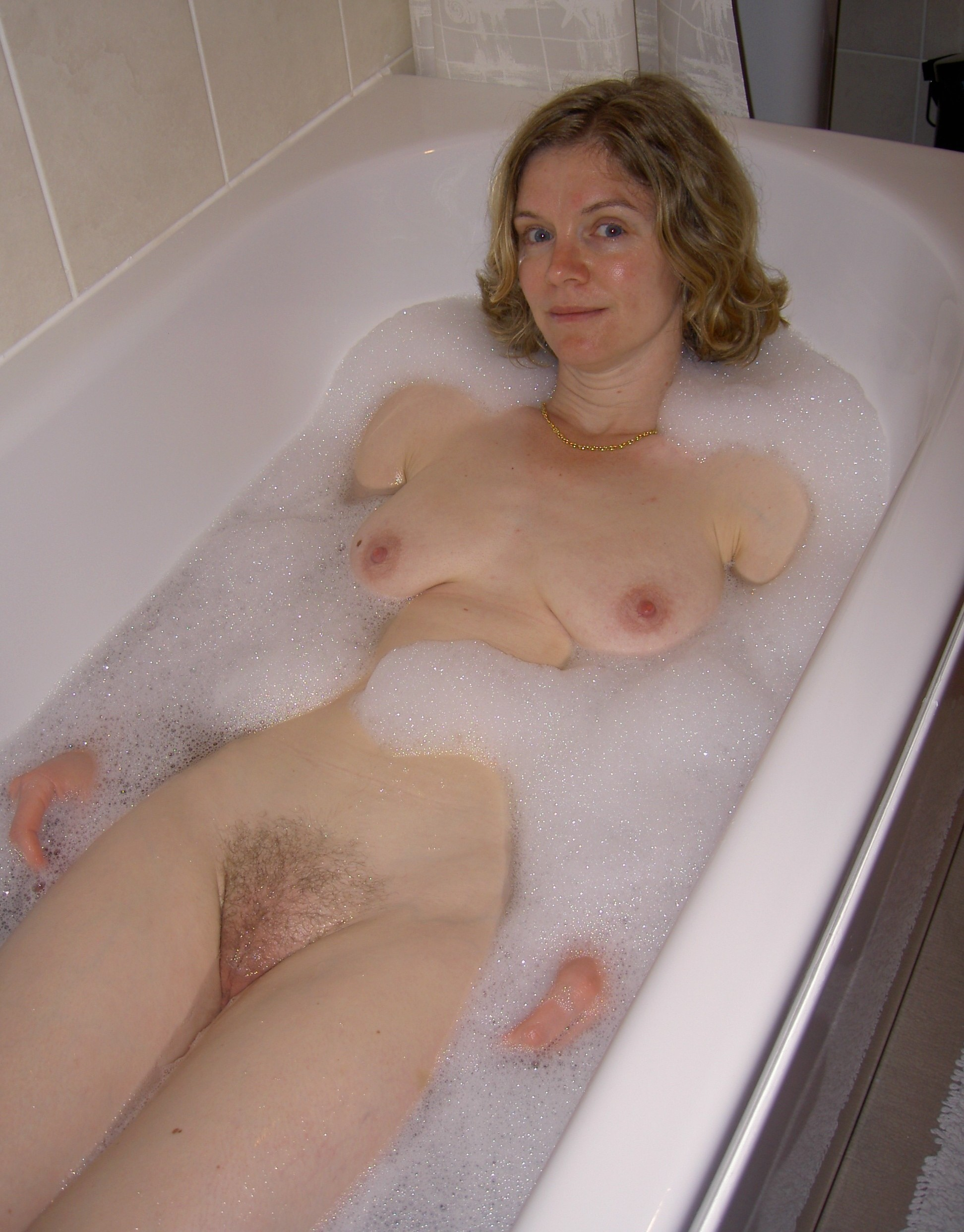 nude-girls-in-bathroom-in-their-periods-pics