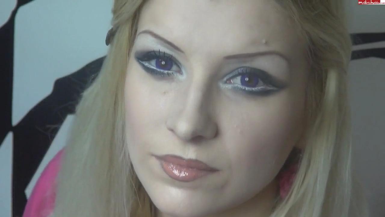 Синеглазая блондинка делает минет на вебку