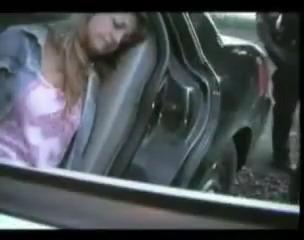 Арестованная американка отсосала хуй у темнокожего полицейского
