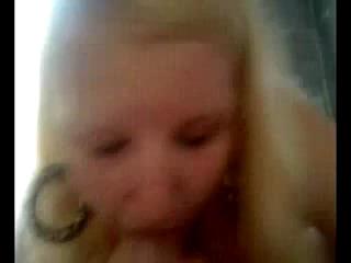 Блондинка впервые сосет у другого мужчины при муже
