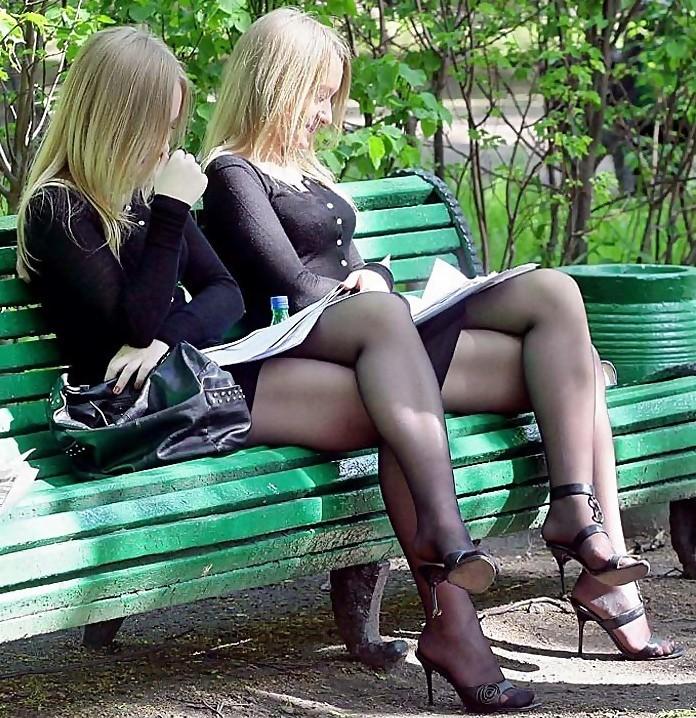 Эро фото женщин на улице в колготках, смотреть с худыми блондинками