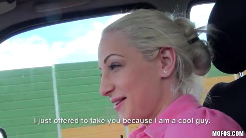 Подвозил блондинку и развел ее на секс в машине