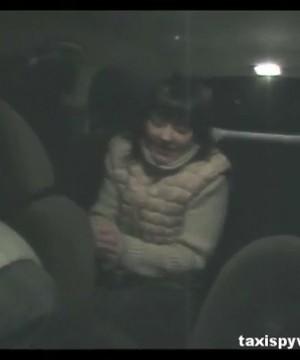 Девушка сделала минет таксисту