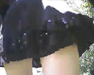 Снимает под юбкой у девушки на первом свидании