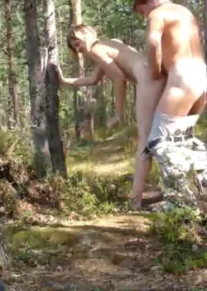 Парочка ебется на природе
