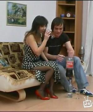 Русскую девушку напоили и трахнули против ее воли
