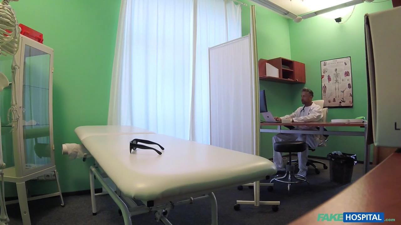 Anissa Kate трахается с врачем