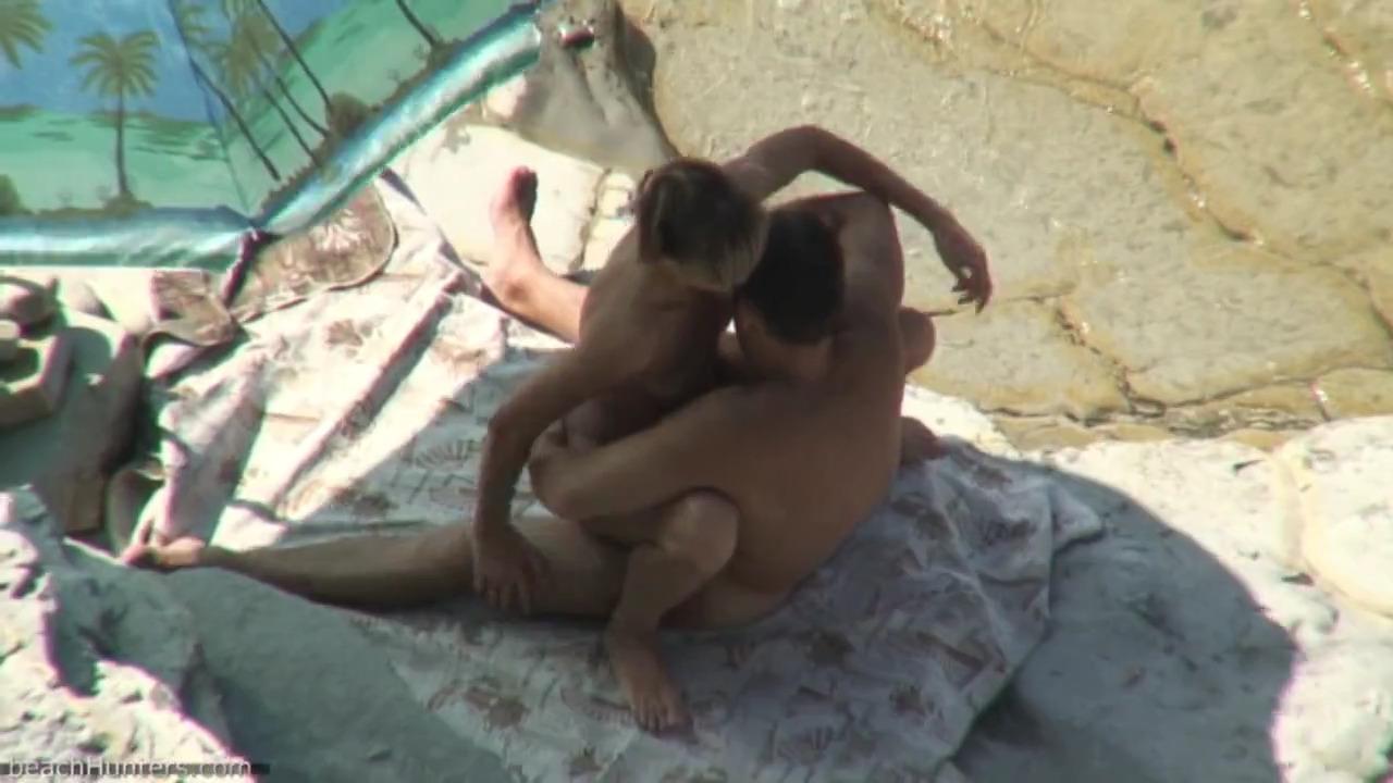 Полизал жене на пляже и трахнул