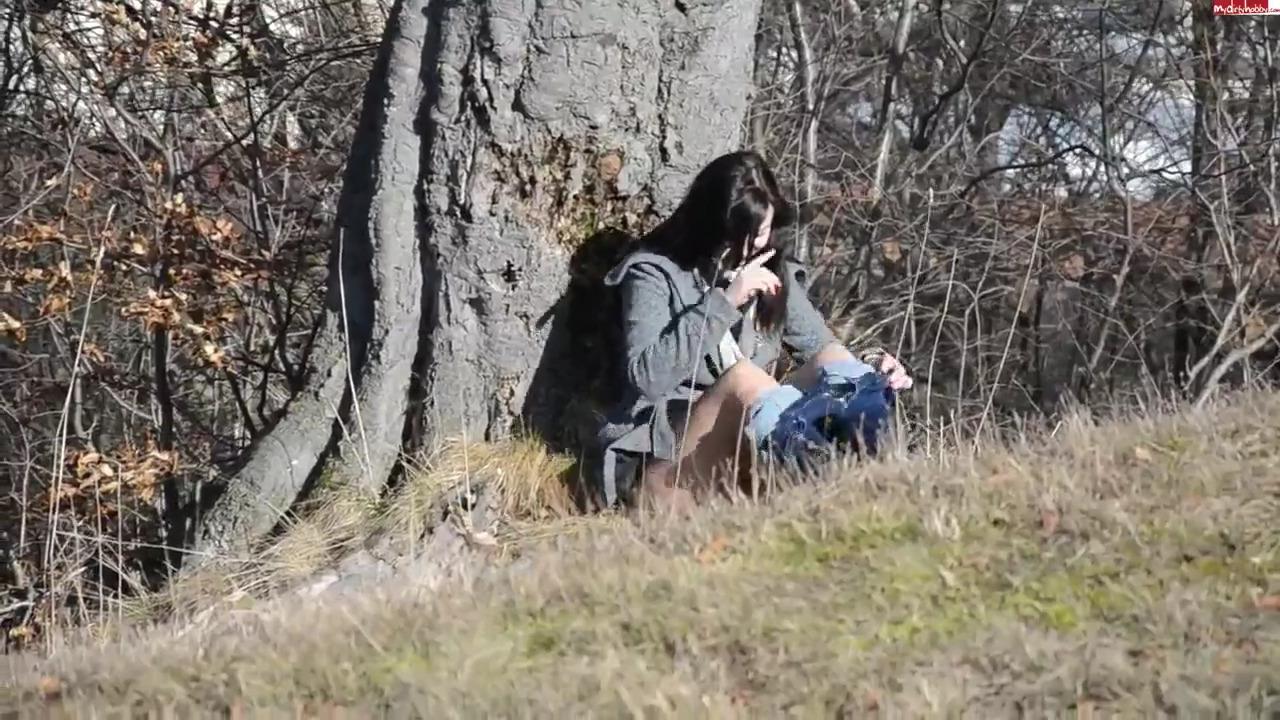 Парень с девушкой потрахались на природе