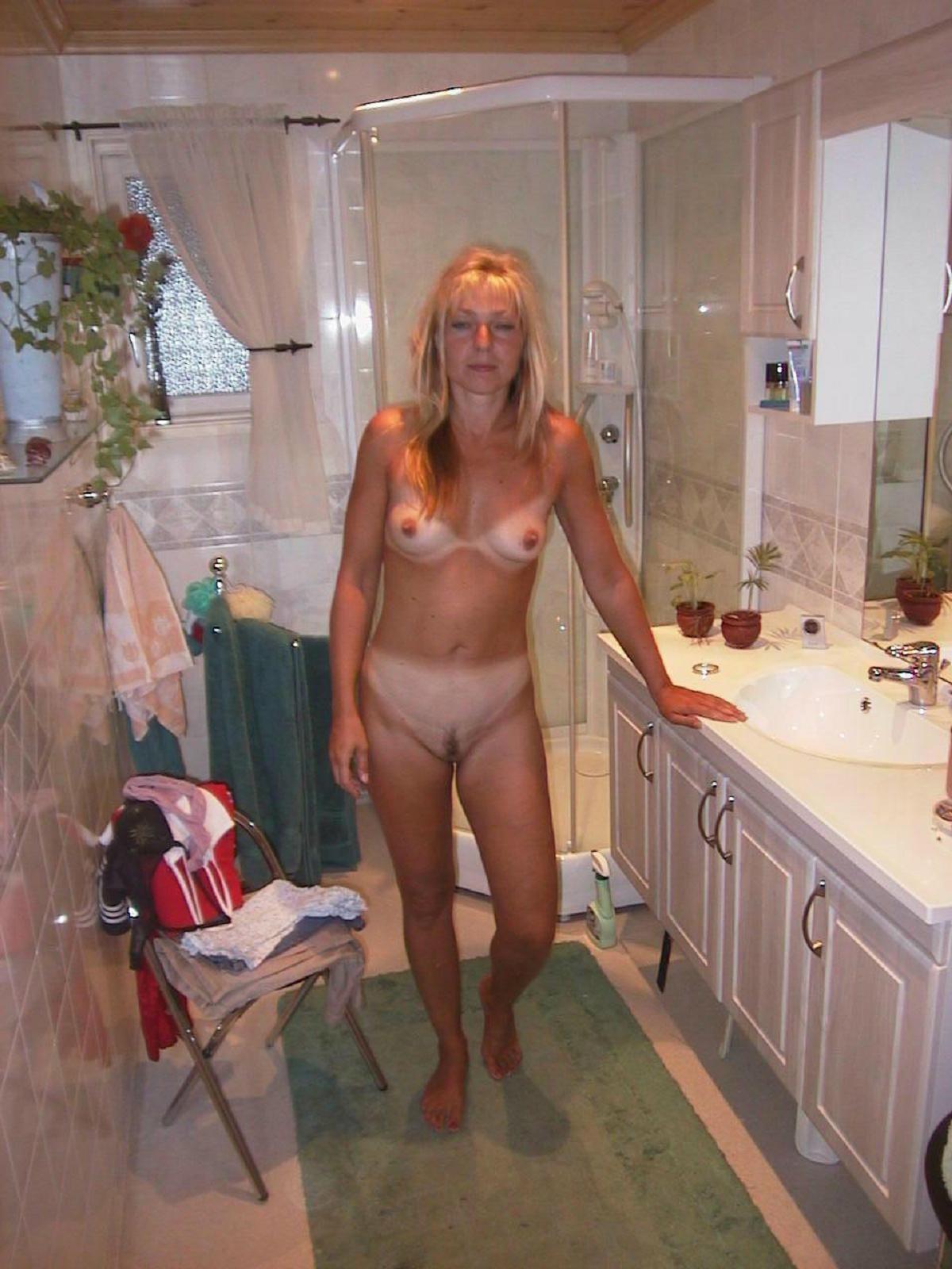 Голые телки в ванной - компиляция 20