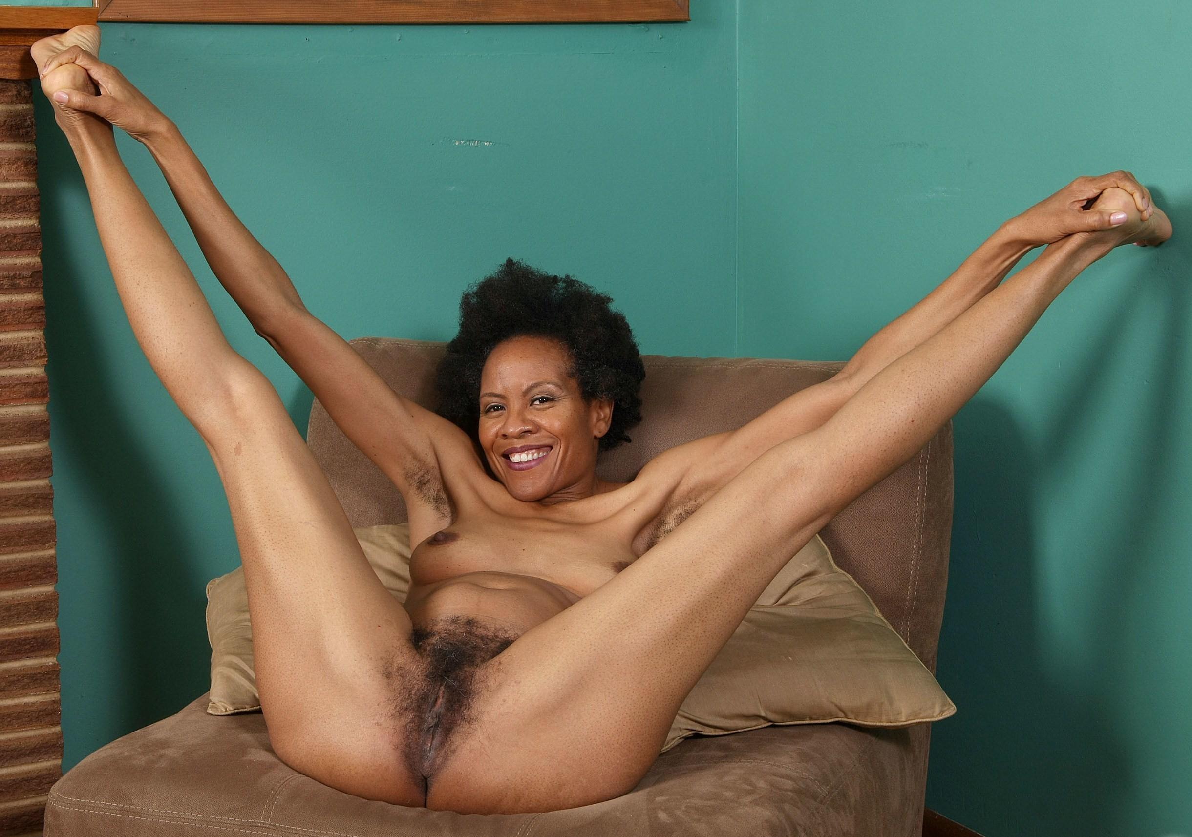 Голые негритянки раздвигают ножки - компиляция 16