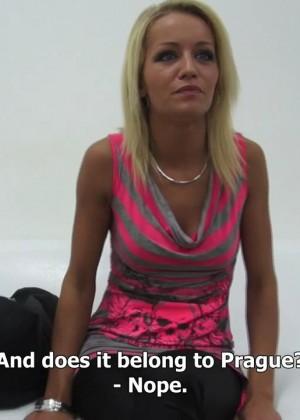 Блондинка Адель пришла на кастинг