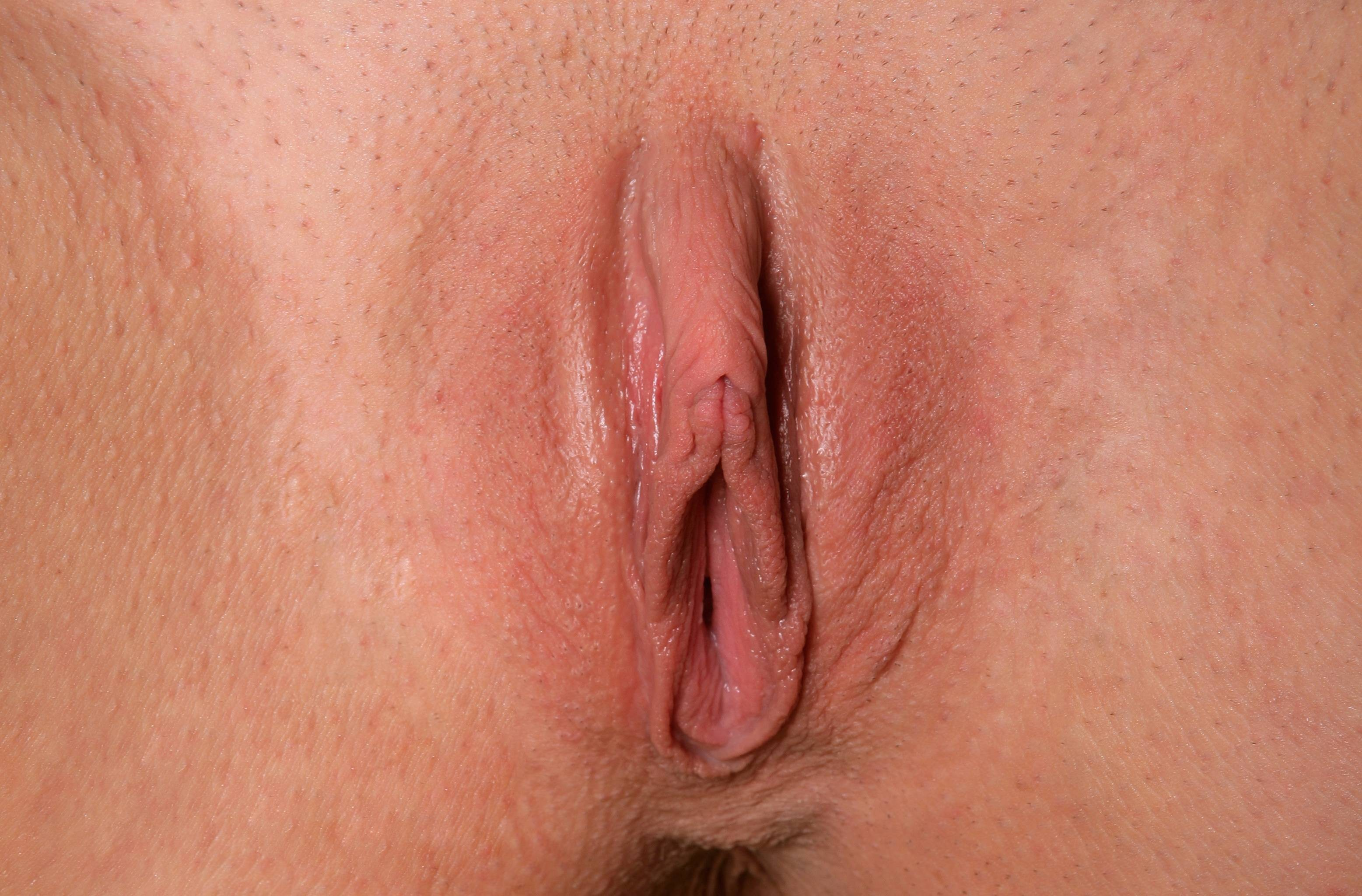daughter-swollen-engorged-vulva-lips-vagina-pussy-black-pantyhose