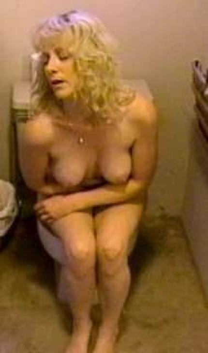 Женщины в туалете - компиляция 16