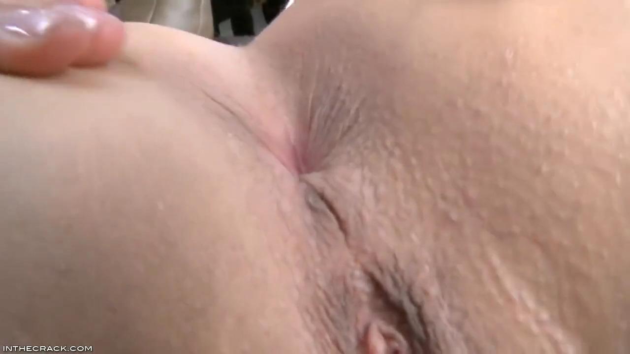 Tiffany Thompson мастурбирует свою прекраснейшую дырку крупным планом