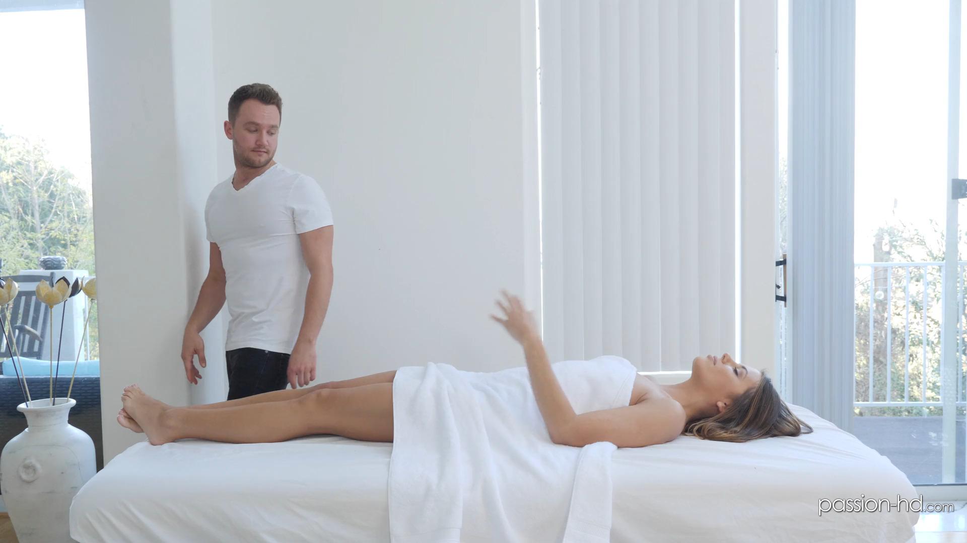 Adriana Chechik страстно сношается с мажором