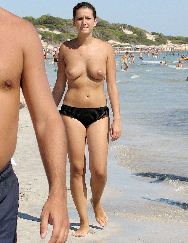 Дамы топлесс на пляже - компиляция 1