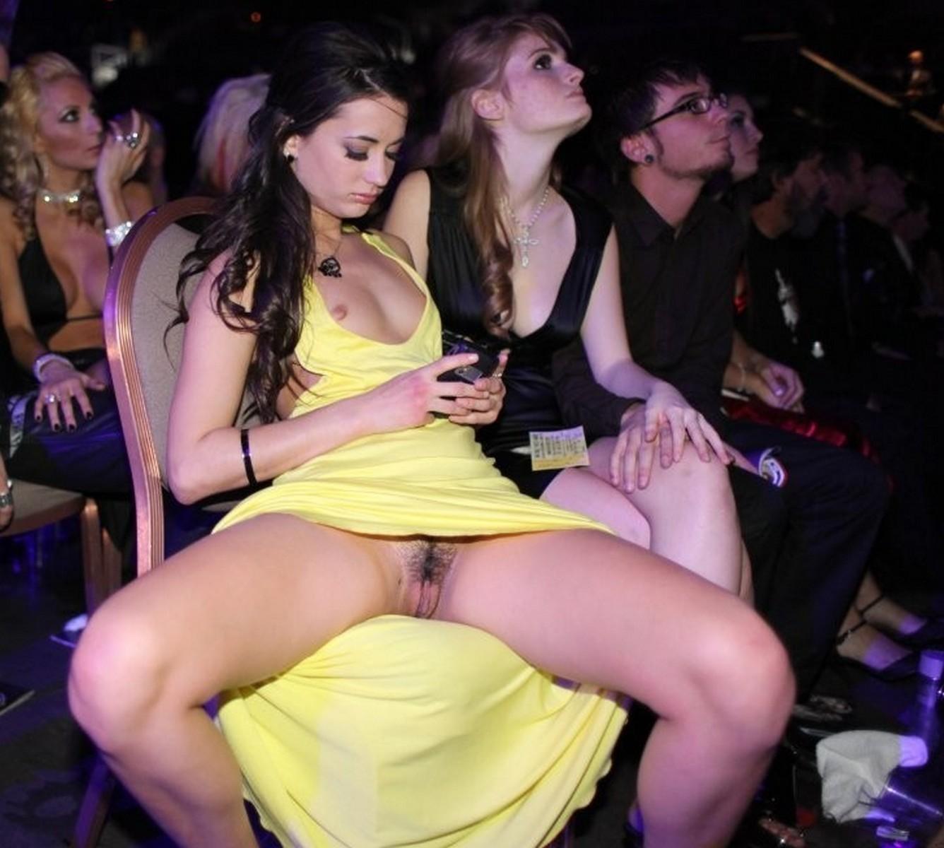 На вечеринках под юбками порно #3