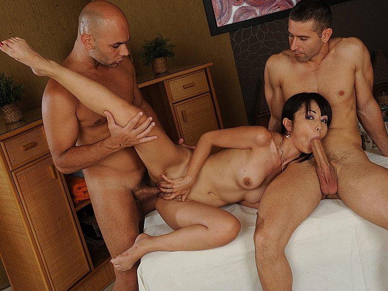 Порно Троем Азиатку