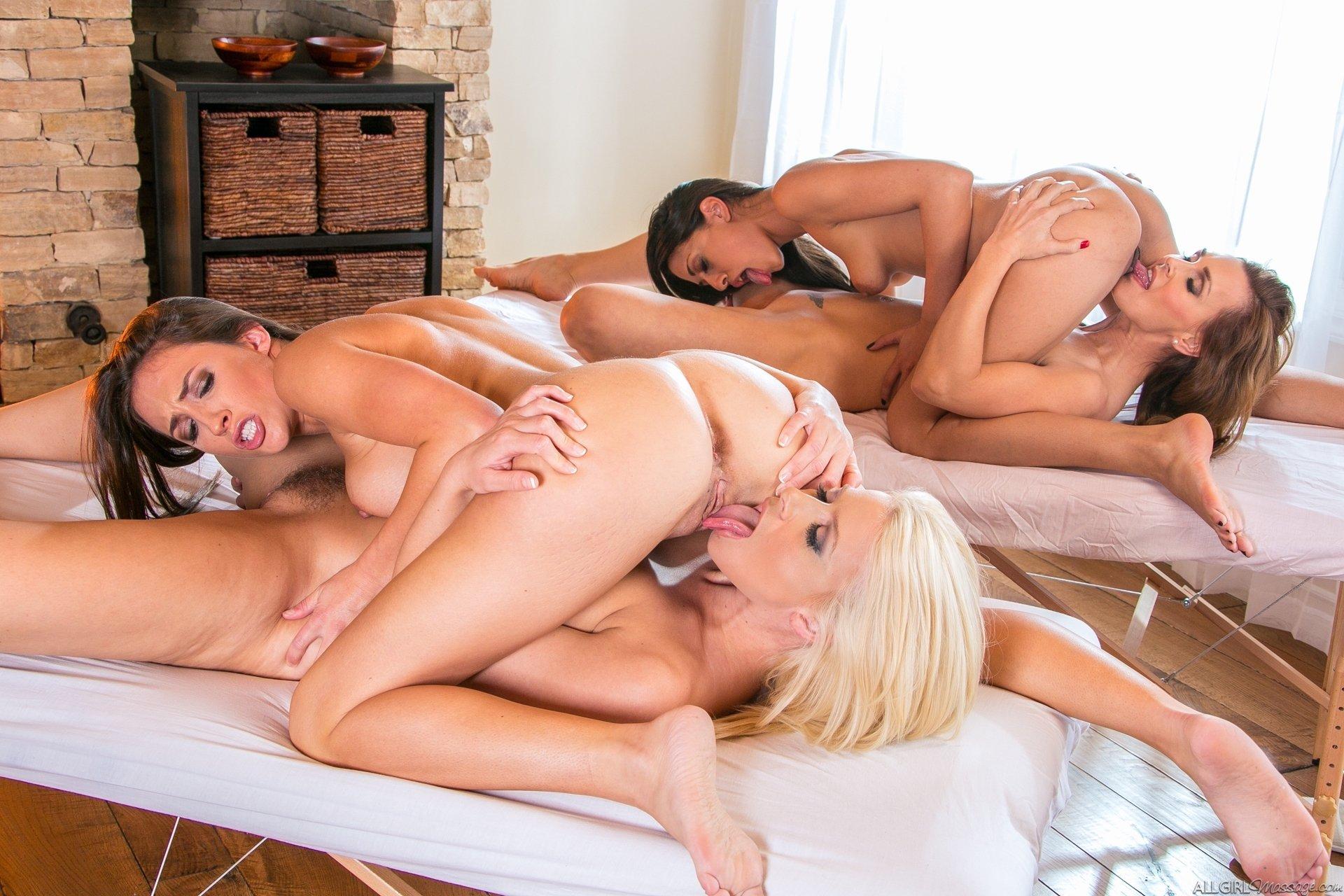 Развратные красотки возбудили мужика лесбийским шоу порно фото бесплатно