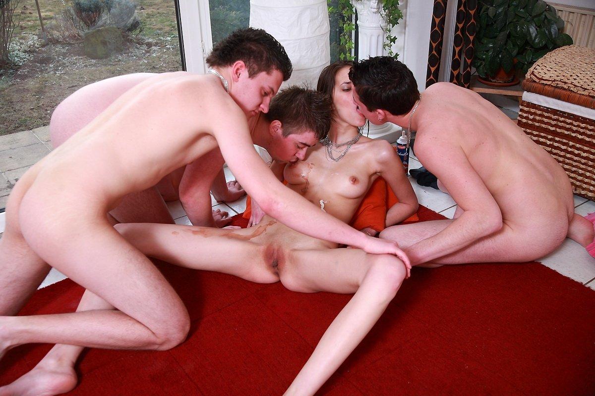 Порно С Молодыми Девушками Группа